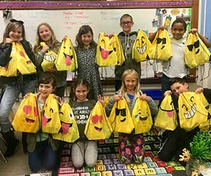 Students at Jefferson Elementary deliver LINK Kits to new students.