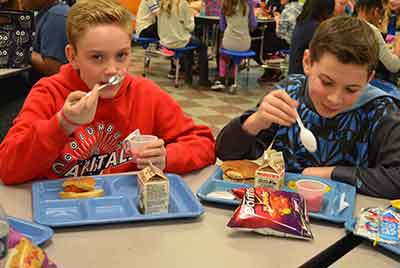 Students eating lunch at GMSS